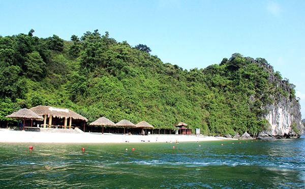 Giới thiệu Vẻ Đẹp Của Đảo Soi Sim Nếu như bạn đã quá quen thuộc với những bãi biển đẹp mê hồn. Những khu du lịch sầm uất, nhộn nhịp và muốn tìm đến những nơi đang còn hoang sơ, thật thà, trong lành nhất thì đảo Soi Sim