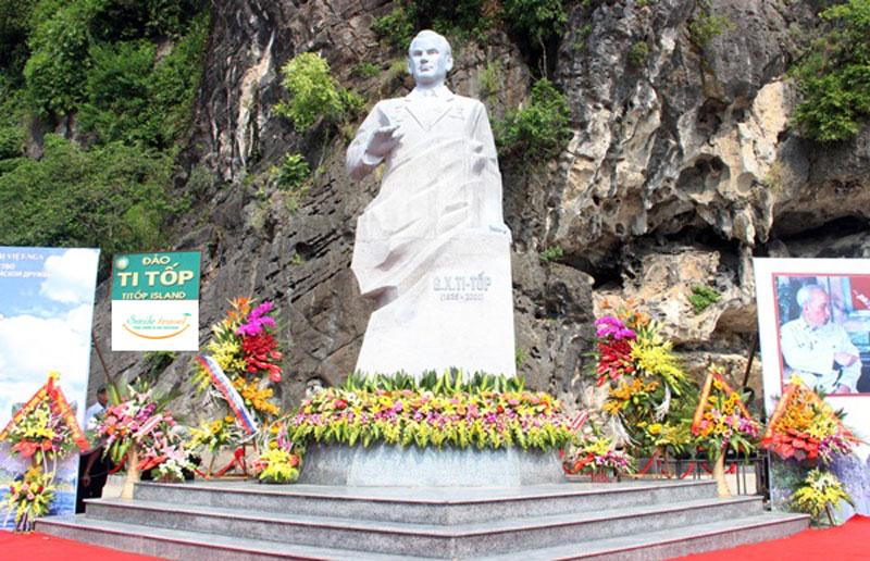 tượng đài Anh hùng vũ trụ Ghéc-man Ti Tốp trên đảo Ti Tốp, vịnh Hạ Long