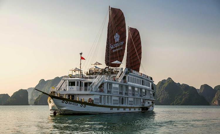 Du thuyền Jasmine Cruise Hạ Long chuẩn 5 Sao