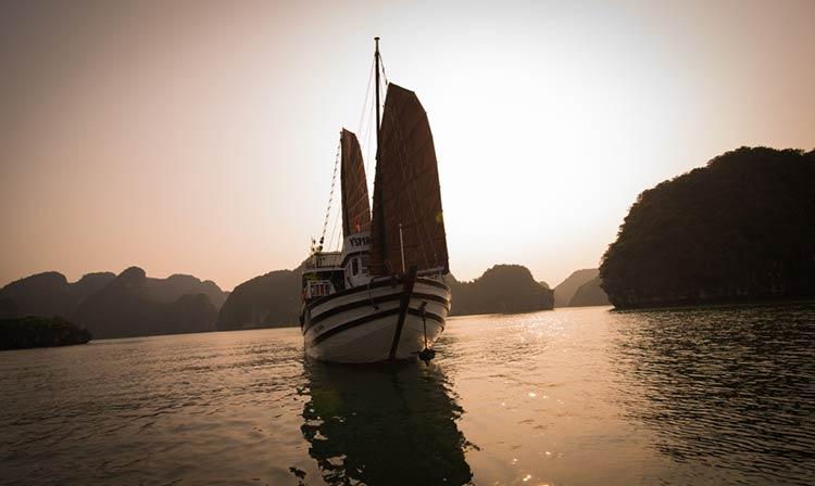 Tour Du thuyền V'Spirit Hạ Long 3N2Đ