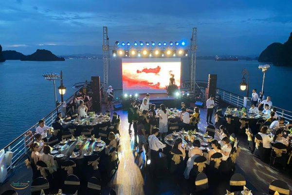 gala-dinner-paradise-grand-cruises.jpg